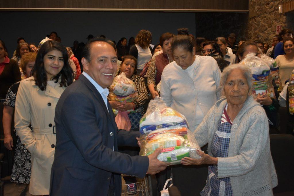 ENTREGA TOMÁS OREA DESPENSAS A FAMILIAS VULNERABLES EN ZACATELCO